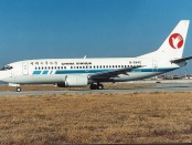 Boeing_737-332,_China_Xinhua_Airlines_AN0135897